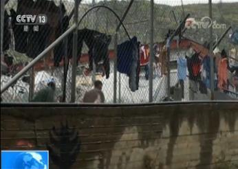 希腊动用军舰疏散滞留海岛495名难民 安置到附近难民营