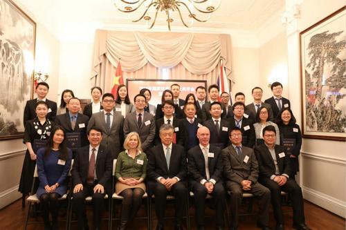 中国侨网出席颁奖典礼人员合影。(《欧洲时报》/侯清源 摄)