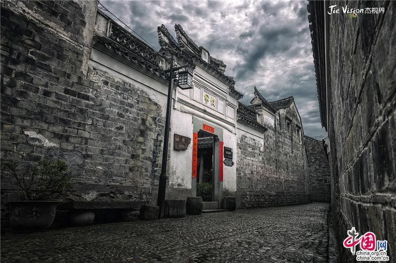 探秘1100年历史的传统水墨古村