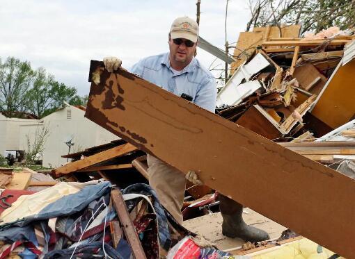 暴风雨横扫美国南部 已致至少8人死亡数十人受伤