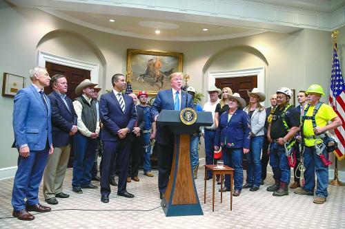 当地时间12 日,特朗普在白宫罗斯福厅举行的记者会上公布了旨在刺激美国5G 网络发展的举措。