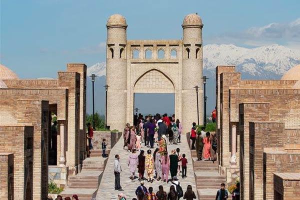 丝绸之路上的古城——吉萨尔城堡