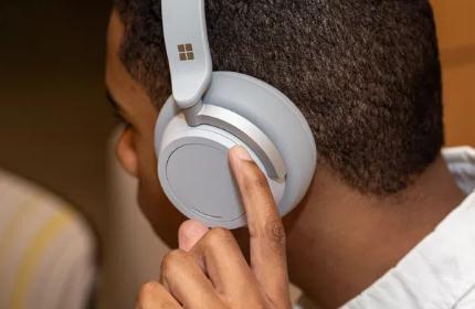 微软正开发无线入耳式耳机 预计在今年年底推出