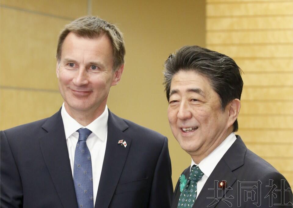 安倍会见英国外长,对避免无协议脱欧表示欢迎