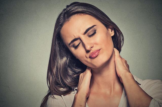 驼背容易长颈纹?日媒总结导致颈纹出现的5个不良习惯