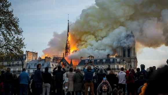 巴黎圣母院遭遇火灾 卡西莫多会失去钟楼吗?