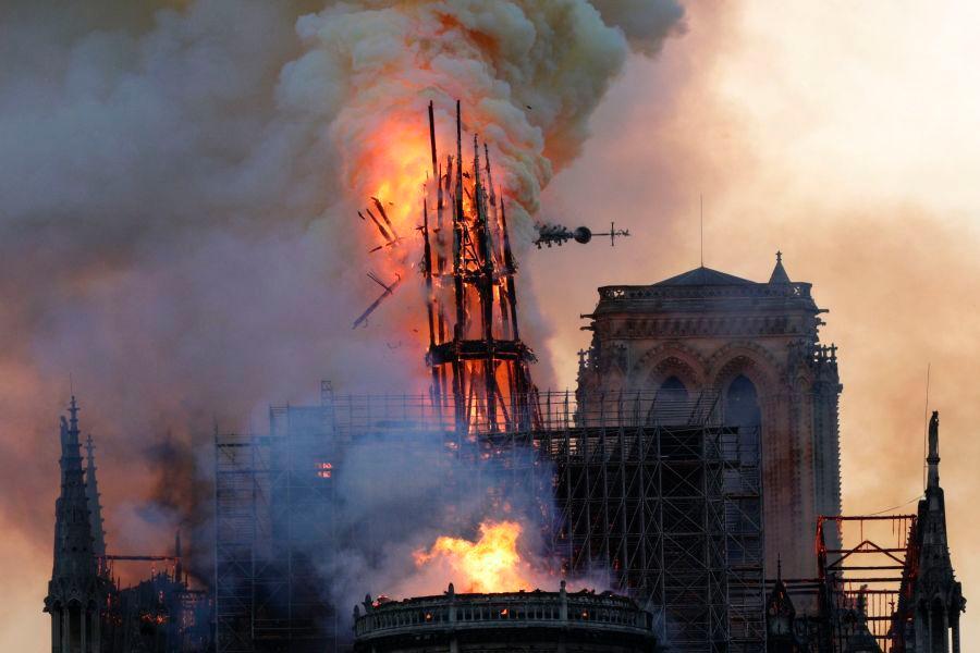 拥有850年历史的巴黎圣母院大火