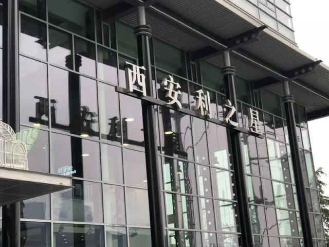 西安奔驰女车主家属:奔驰给出初步方案 涉事4s店已停业