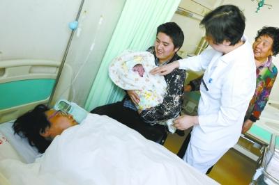 大陆首例试管婴儿当妈妈了!