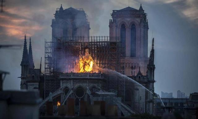 昆凌心疼巴黎圣母院却被网友嘲,其实她和巴黎有着这样的渊源!
