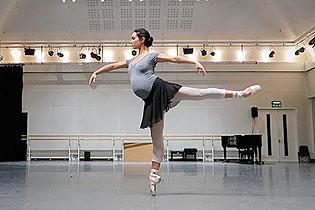 优美动人!英芭蕾舞演员旋转记录怀胎十月历程