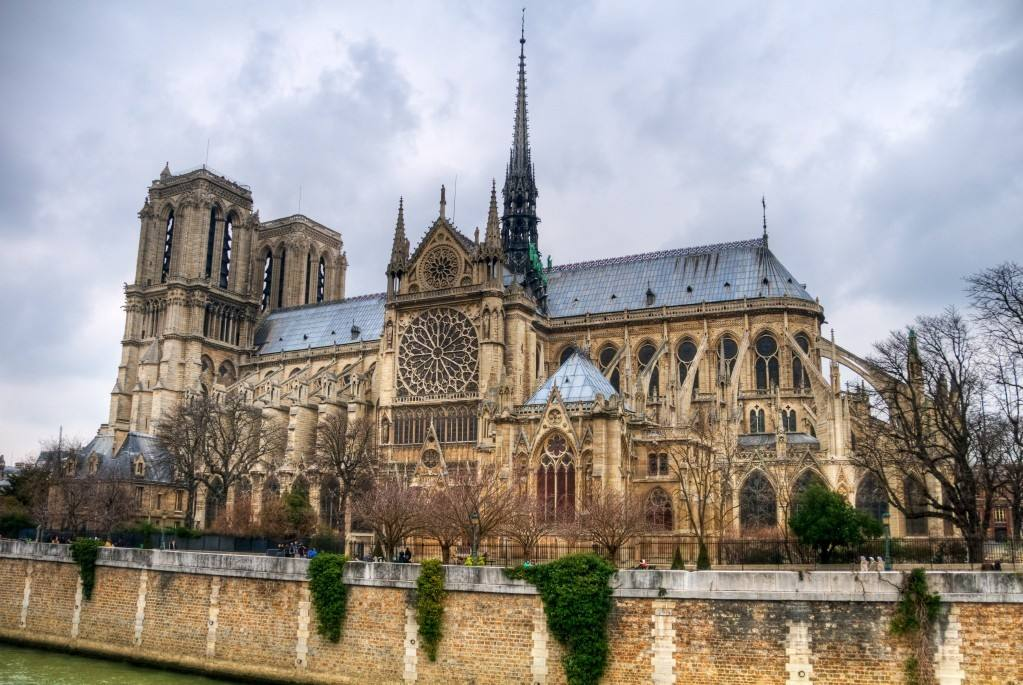 大疆无人机帮助成功扑灭巴黎圣母院大火