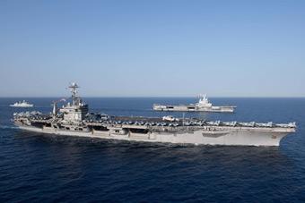 美法两国核动力航母海上会师 在中东耀武扬威