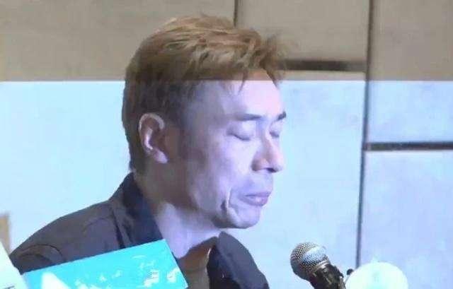 """【英国简介】香港歌手许志安承认出轨 郑秀文脸书账号""""变黑"""
