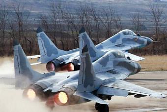 金正恩突击视察空军部队 朝鲜米格29近景曝光