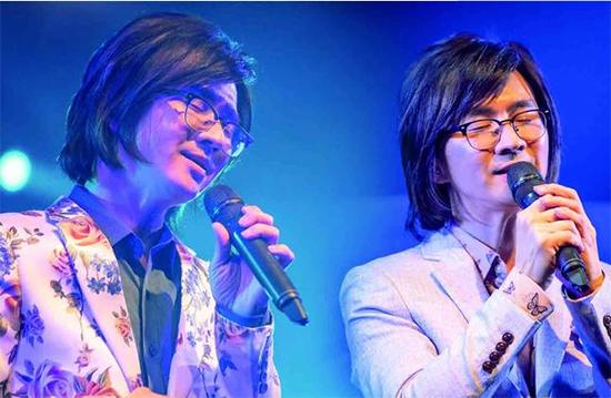 林隆璇演唱会台北场收官 经典之声引歌迷泪目
