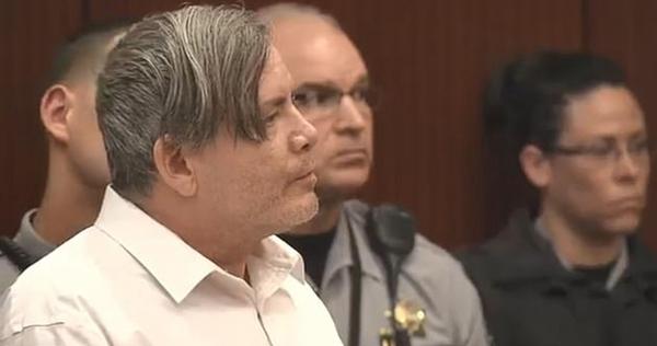 男子枪杀邻居家三人 庭审表现猖狂遭法官怒斥