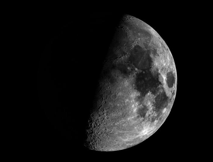 NASA计划将人类宇航员送往冰冷的月球背面