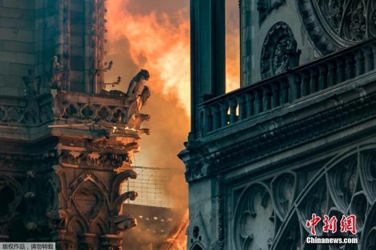 默克尔:德国愿为修复巴黎圣母院贡献力量