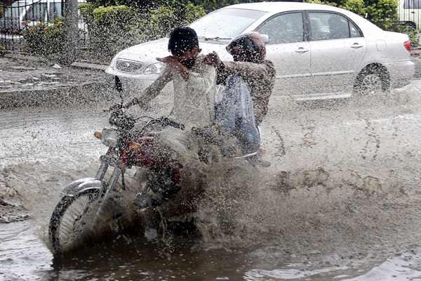 巴基斯坦暴雨成灾 造成至少49人死亡176人受伤