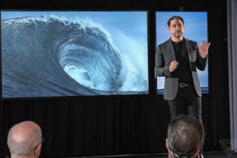 微软展示85英寸Surface Hub 2