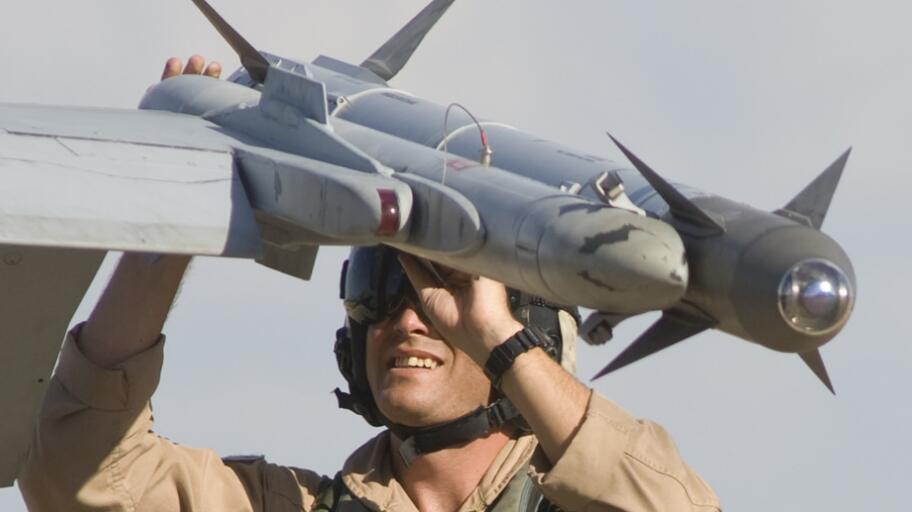 美将向台出售最强空空导弹 可发射后再锁定目标