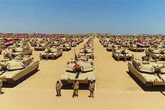 埃及总统视察中东非洲最大军事基地 一水M1坦克