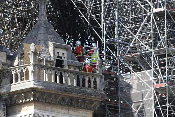 巴黎消防部门:圣母院火灾灾后处理继续进行