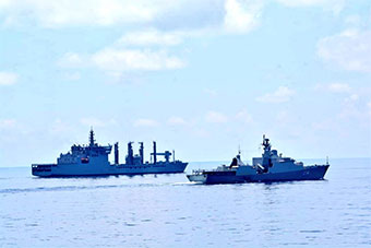 印宙斯盾舰访华途中 顺道去越南访问了一圈