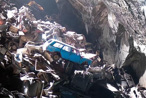 震撼!英国一神秘洞穴惊现数百辆旧车残骸