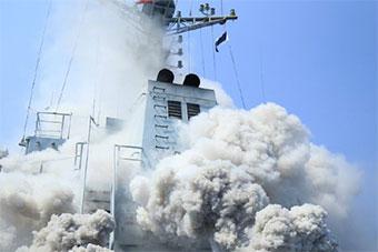中国海军多型舰船南海深处进行海上训练
