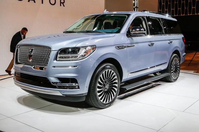 三排SUV尽显性感 奔驰GLS 2020与2019林肯领航员车展争辉