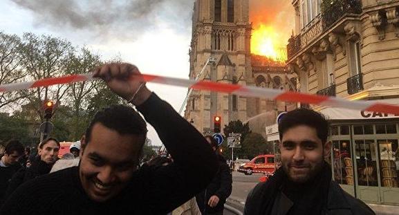 果然有人拿圣母院大火微笑照片做文章,结局未必如你想象