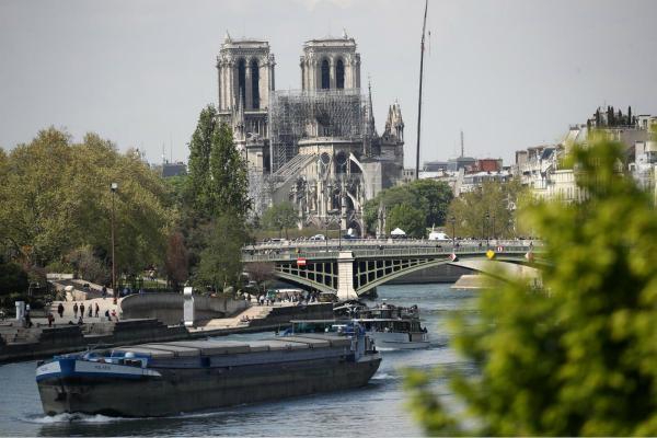 巴黎圣母院周边火灾后限行