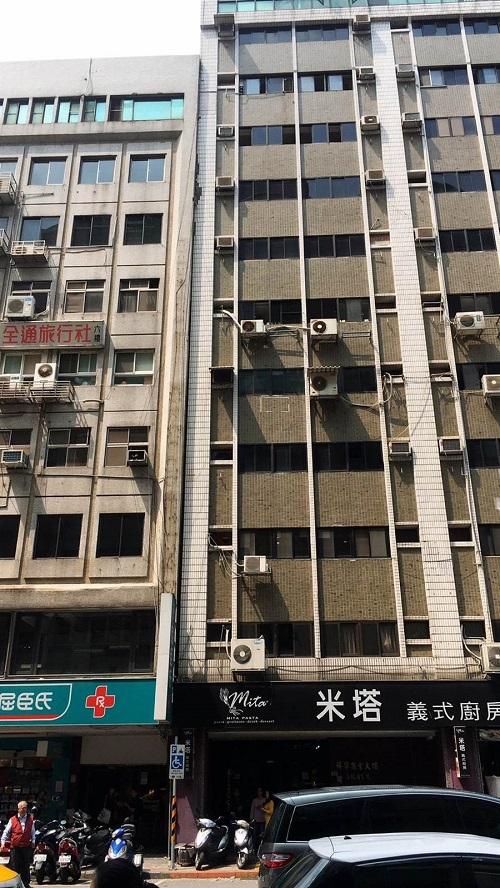 台媒:花莲强震!台北市一幢楼房瞬间移位