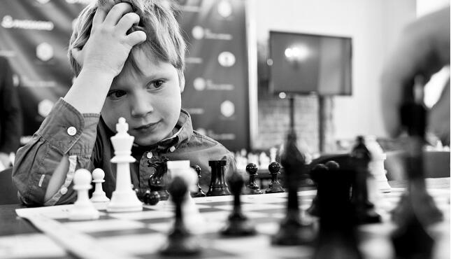 """家长想让孩子成为""""神童"""" 俄罗斯儿童大量参加课外班"""