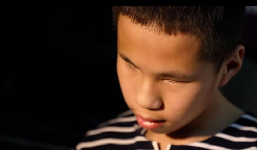 超励志!男童出生即失明还患上癫痫,但一件事拯救了他的童年……