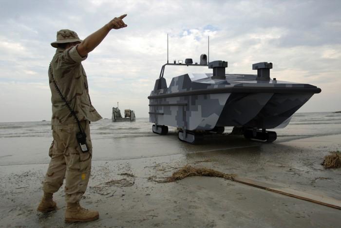 我国首款水陆两栖无人快艇交付使用