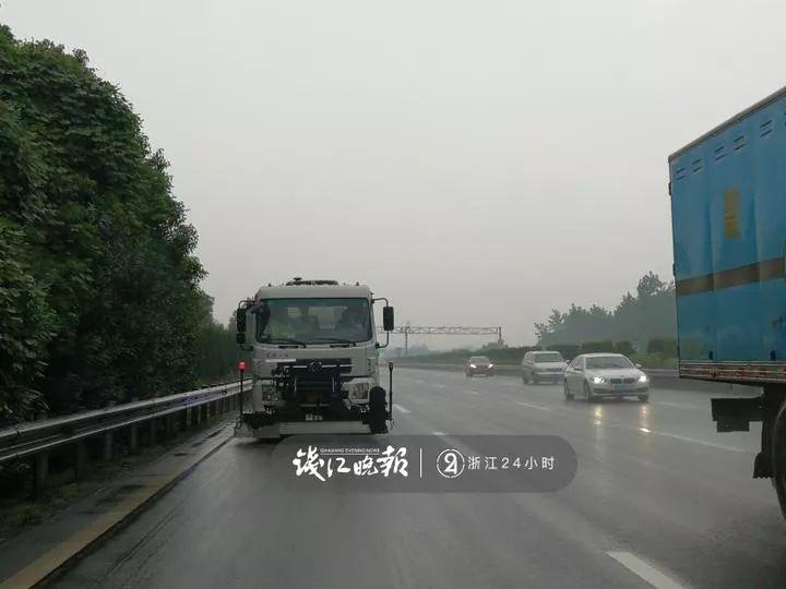 浙江高速又现神车:开50公里,带回20公斤铁钉铁片!