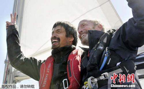 为梦想坚持!52岁的他成首位横渡太平洋的失明水手!