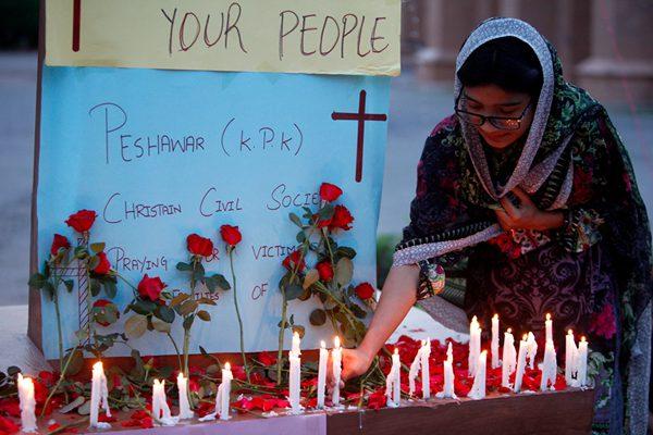 巴基斯坦多地民众举行守夜集会 悼念斯里兰卡爆炸遇难者