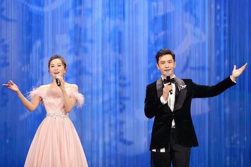 伊丽媛携手黄晓明演绎《龙文》 唯美中国风点睛北影节颁奖盛典