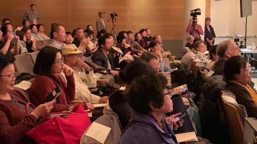 美媒:纽约法拉盛举办诗歌节 华人写诗抒发情感