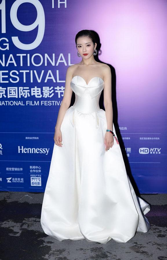种丹妮闪耀第九届北京国际电影节闭幕式红毯