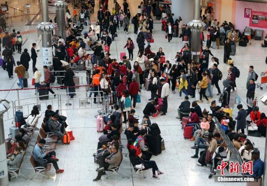 """港媒:香港复活节长假即将结束 """"南下""""到港高铁一票难求"""