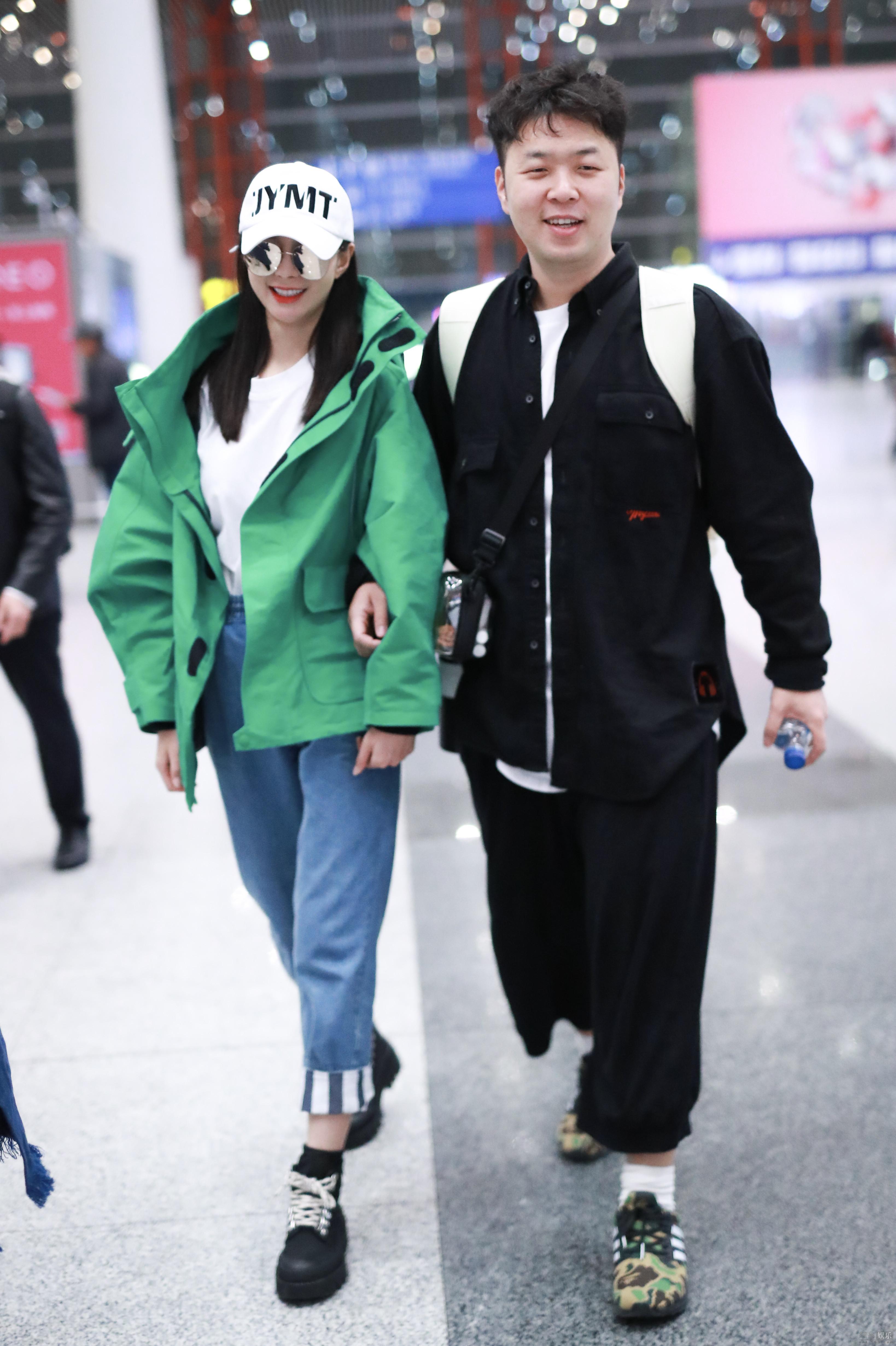 杜海涛沈梦辰好事将近?带双方父母现身机场