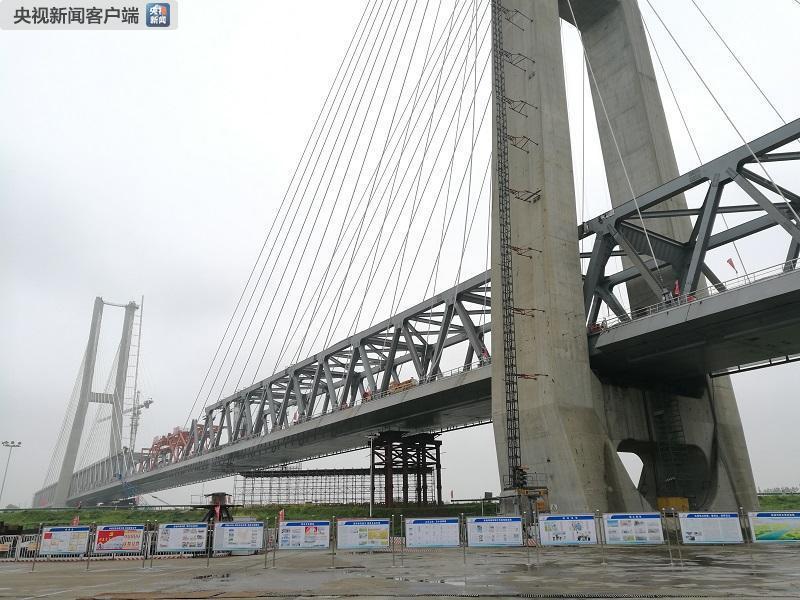 横跨裕溪河 世界最大跨度无砟轨道高速铁路桥今日顺利合龙