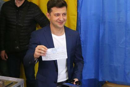 泽连斯基信心满满秀选票 乌克兰