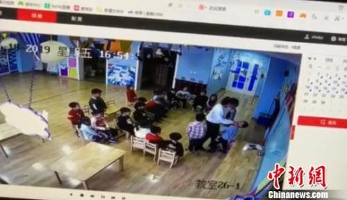 太原加洋幼儿园幼师殴打幼儿属实 教育局责成园长免职