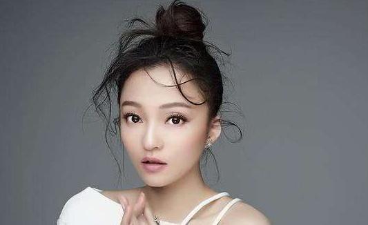 她曾凭一首歌火遍全国,连陈乔恩都当过她的陪衬,如今重返娱乐圈
